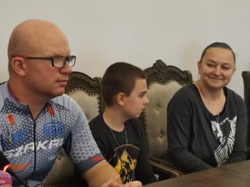 Kamil Jaroszewski jeździ na rowerze w dalekie trasy aby pomagać