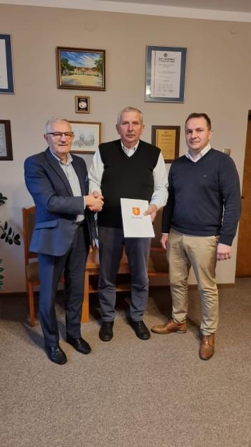 Podpisali umowę na budowę drogi pieszo-rowerowej na odcinku Lisiec-Dąbroszyn