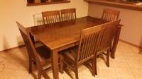 Stół i sześć krzeseł