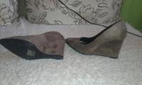Sprzedam buty na koturnie ze zamszu rozmiar 39