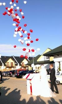 Gigantyczny prezent z balonami