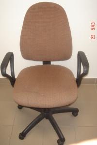 Sprzedam mało używane 2 fotele obrotowe w kolorze brązowym