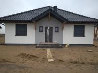 Laskówiec nowy dom z dachem czterospadowym