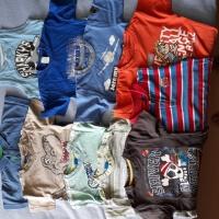 Sprzedam  papcie  sandałki   rozm 24 - 28  bluzki  92  - 98