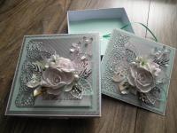 Karty z życzeniami w dekoracyjnym pudełeczku
