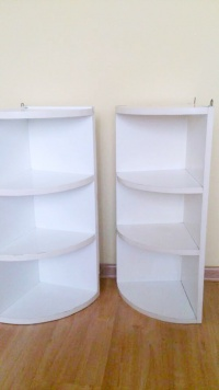 Dwie białe półki