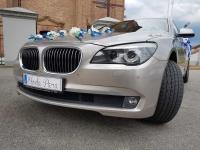 Auto do ślubu. ZŁote BMW 7