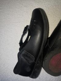 Sprzedam  używane  buty  dla  dziewczynki  rozmiar  29.