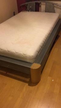 UWAGA !!!!!!!   ładne łóżko