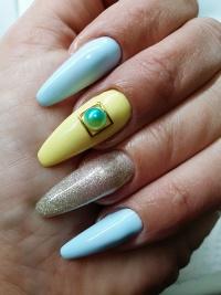 Niepowtarzalny manicure zelowy / hybrydowy