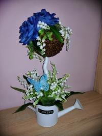 Drzewka kawowe w kwiatowej aranzacji