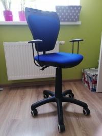 Sprzedam dwa krzesła obrotowe
