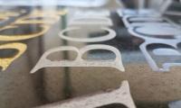 Odnowa liter nadrobnych w kamieniu