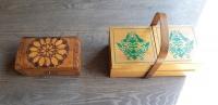 Drewniane szkatułki, ozdobiona szkatułka kuferek niciarka.