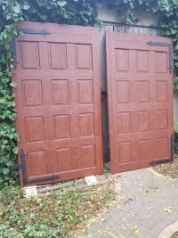 Brama garażowa z drewna