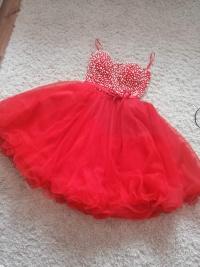 Sprzedam sukienkę czerwoną