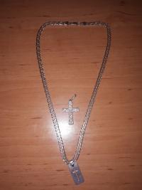 Sprzedam męski srebrny łańcuszek z dwoma dodatkami.