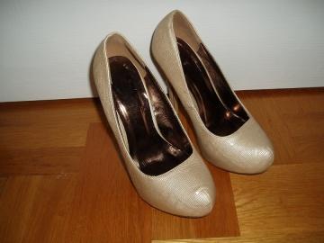 Sprzedam dwie pary butów r.36 Cena za parę 30zł. Stary Konin