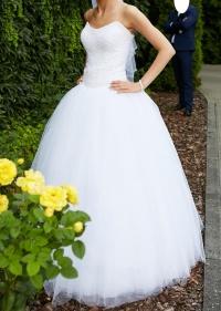 Piękna suknia ślubna typu princessa