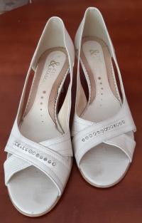 sprzedam damskie buty letnie