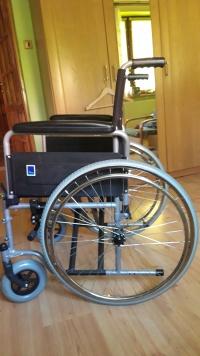 sprzedam wózek inwalidzki i laskę 3 punkty podparcia