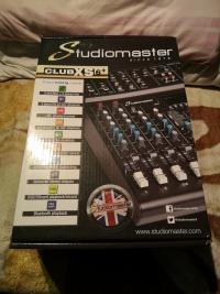 Mikser estradowy studiomaster Club XS 6+