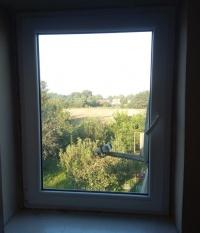 okno plastikowe wym. 112x86, stan idealny