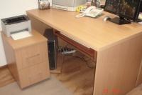Sprzedam dwa biurka  w kolorze buku 140x75 cm