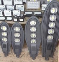 Solarne lampy uliczne duze i male z pilotem i uchwytem i bez