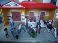 Przenośna stajnia Playmobil