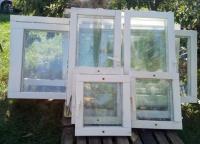 okna i drzwi balkonowe, drewniane, używane, dwu szybowe.