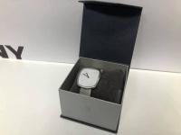 Zegarek Bering model 18040-004  Wyglada jak nowy  Cena 599zł
