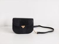 Czarna mała torebka złoty łańcuszek krokodyl croco długi pas