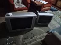Dwa telewizory 20...26 cali chyba. Mniejszy i większy