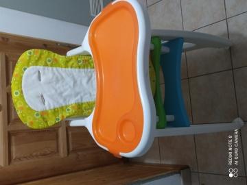Krzesełko dziecięce do karmienia.