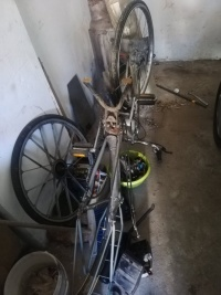 Rower z silnikiem Sparta uszkodzony na części