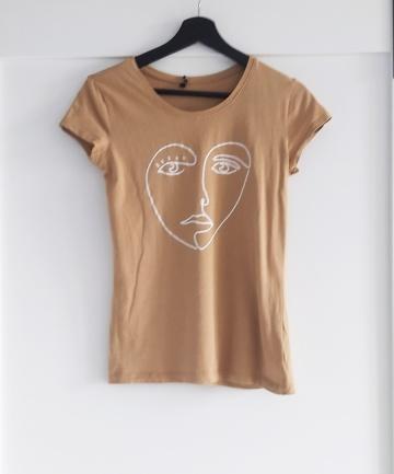 Karmelowy tshirt nadruk twarzy