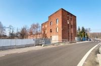 Budynek usługowy z projektem przebudowy na lokale mieszkalne