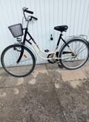 Sprzedam damski rower-cena 250 zł.