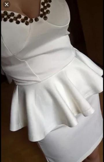 Sukienka biała z ćwiekami