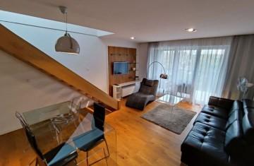 Nowoczesny apartament z tarasem i balkonem w Villa Park