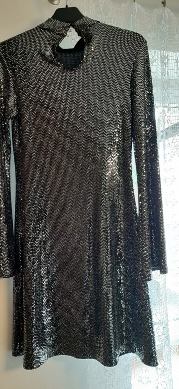 Elegancka sukienka młodzieżowa