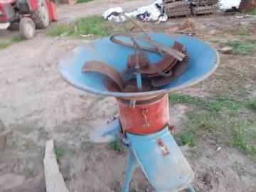 Srutownik bąk z silnikiem lub bez dmuchawa do zboza